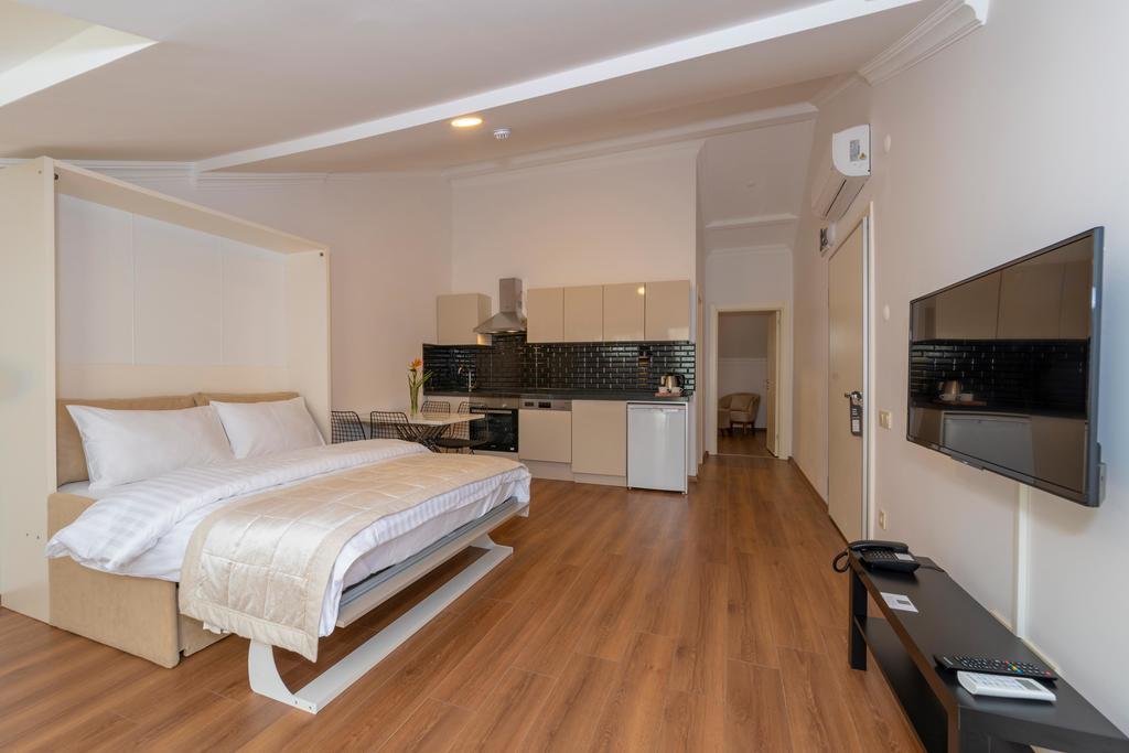 Terrace Suite 1