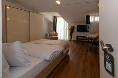 Terrace Room 8